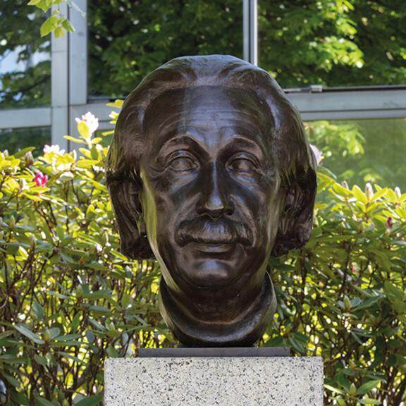 Büste von Albert Einstein - Straße der Erinnerungen