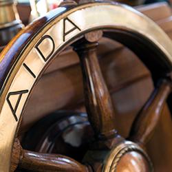 Teaser Yacht AIDA - Foto: Steuerrad mit AIDA-Gravur